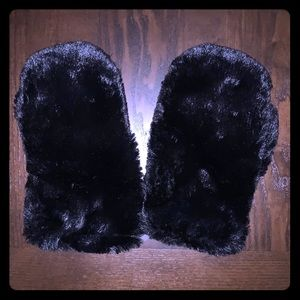NWOT Wild Fable Fur Gloves/Mittens